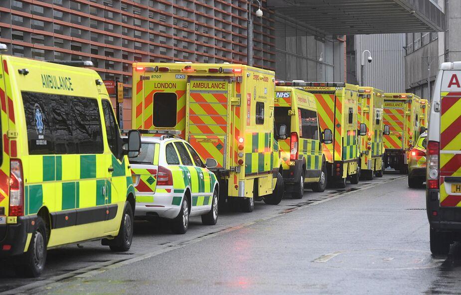 W Wielkiej Brytani kolejki do szpitali. Powodem koronawirus