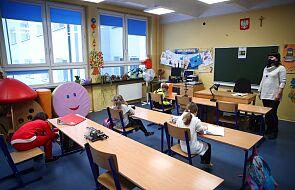 MEiN: w 99,6 proc. szkół podstawowych uczniowie klas I-III uczą się stacjonarnie