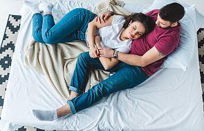 Separacja młodego małżeństwa od rodzin zawsze jest trudna. Powinna się dokonać wcześnie