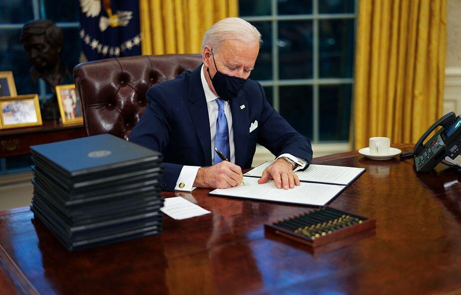 Biden wycofuje się z decyzji Trumpa zaraz po zaprzysiężeniu