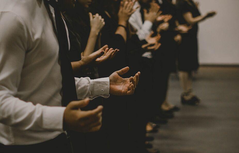 Jezus w tłumie czy na osobności?