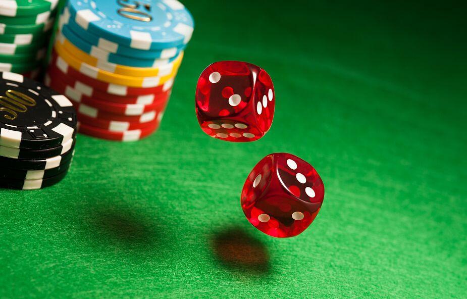 Kardynał ostrzega: kolejne lockdowny prowadzą do większego uzależnienia od hazardu