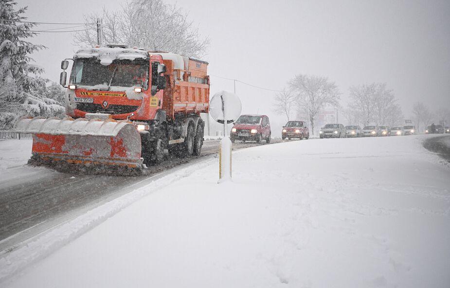 IMGW: intensywne opady śniegu na wschodzie kraju; będą zwieje i zamiecie śnieżne