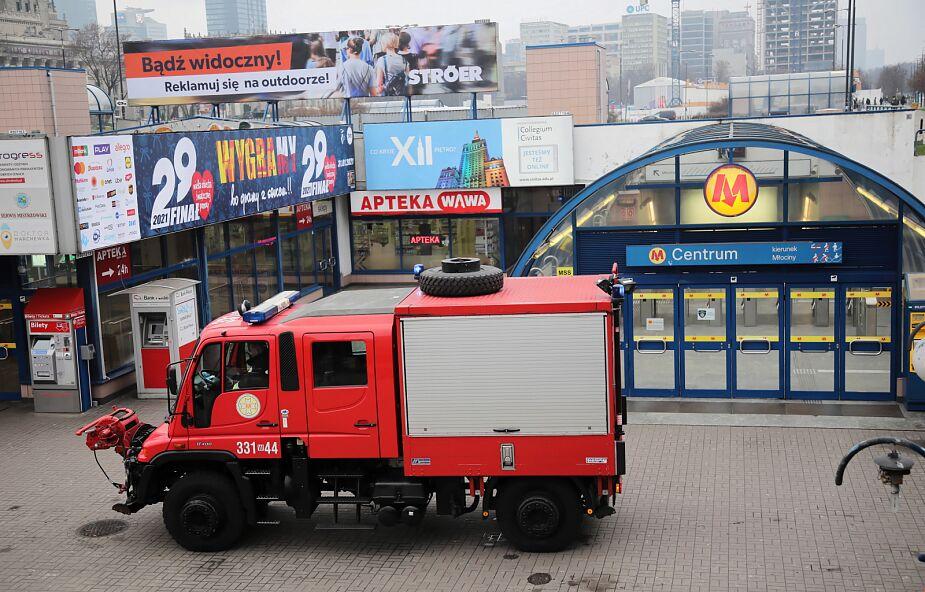 Wypadek na stacji metra Centrum - jedna osoba nie żyje; utrudnienia w ruchu