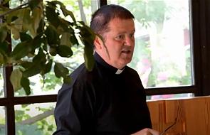 Duchowny pomaga parafianom. Przekazał im prezenty