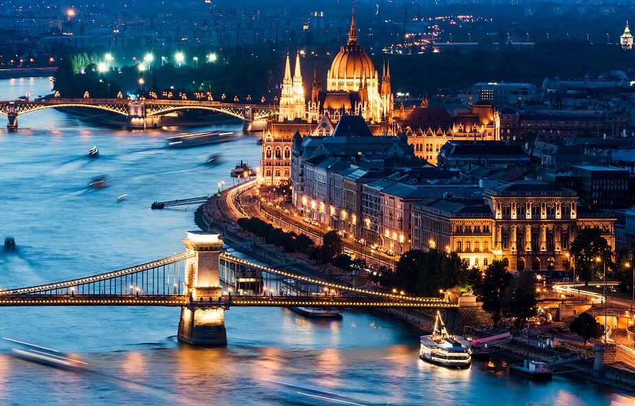 Węgierska Akademia Nauk apeluje o noszenie maseczek w transporcie publicznym oraz szczepienie się