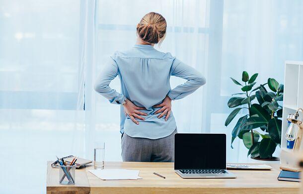 Fizjoterapeuta: coraz więcej Polaków zmaga się z bólem kręgosłupa