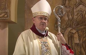 Bp Jarecki: Kościół nie powinien brać strony jednej opcji politycznej