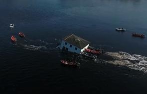 """Kanada: para """"przepłynęła"""" domem na drugi brzeg zatoki"""