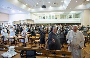 Papież do salezjanek: wystrzegajcie się światowości