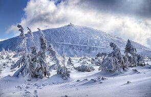 Na Śnieżce temperatura odczuwalna na poziomie -35.5 stopnia C; Kasprowy niemal bez wiatru