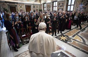 Papież: solidarność nadaje treść wierze