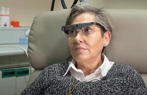 Kobieta odzyskała wzrok po wszczepieniu implantu