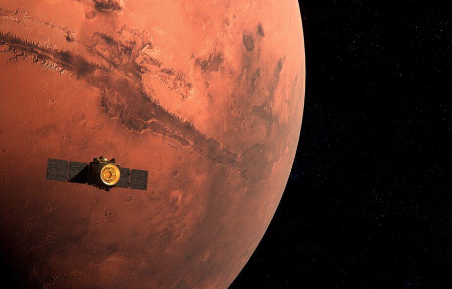 """Emiracka sonda dotarła na orbitę Marsa. """"Nadzieja"""" będzie monitorowała zmiany temperatury na Czerwonej Planecie"""