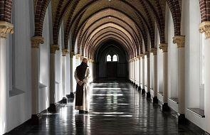Cyfrowy nowicjat. Nowoczesna odpowiedź mnichów na kryzys powołań