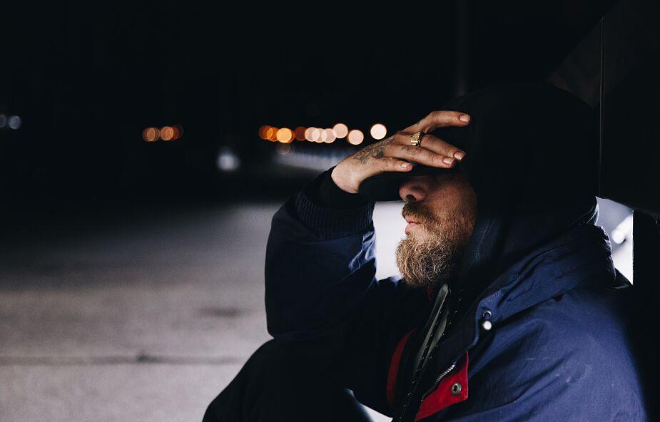 Jest mi wstyd, że nigdy nie dotknąłem bezdomnego, który śpi przy naszym kościele