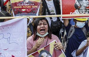 Katolicy w Birmie protestują z różańcem w ręku
