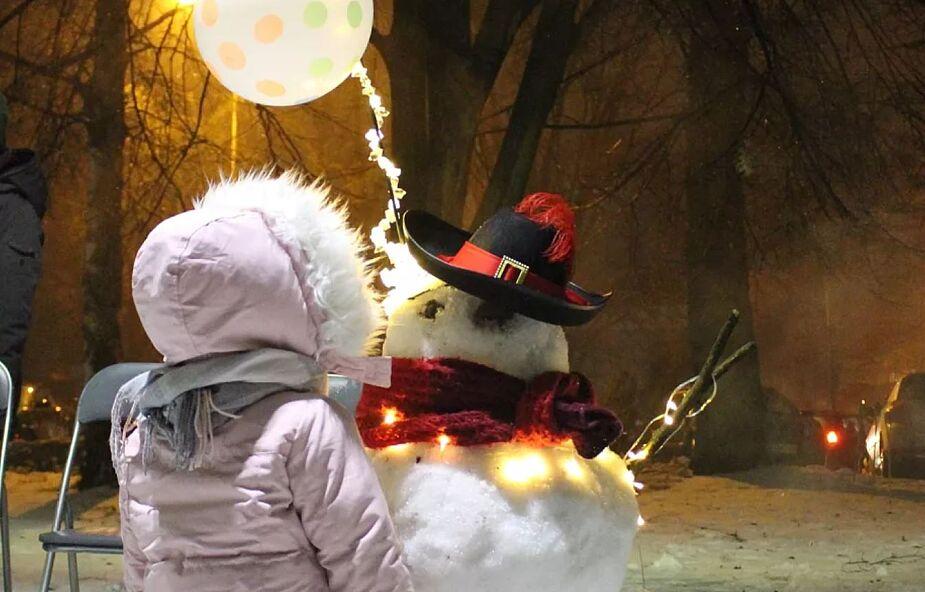 Pokaz sztucznych ogni dla małych pacjentów Uniwersyteckiego Szpitala Dziecięcego