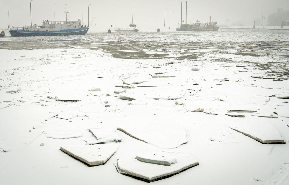 Niewiele zmienił się poziom Wisły od Wyszogrodu do Płocka - poniżej lodołamacze dopłynęły do zatoru