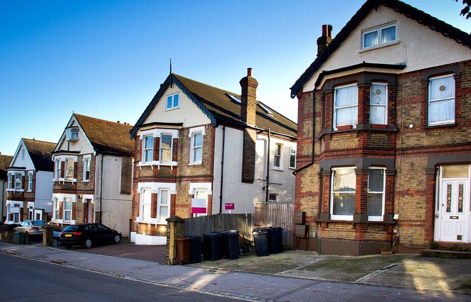 Kościół anglikański wybuduje mieszkania ubogim? Oto efekt prac specjalnej komisji