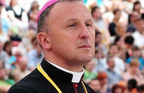 Bp Solarczyk przeprasza zranionych i prosi o kontakt. Prokuratura zakończyła śledztwo w sprawie znanego księdza z diecezji radomskiej