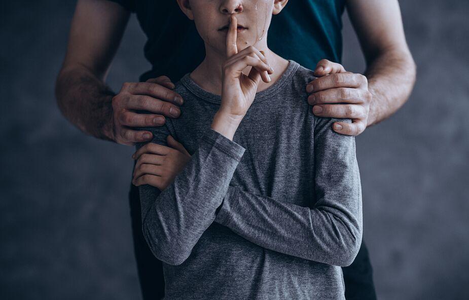 Państwowa Komisja ds. pedofilii podejmuje działania w sądach biskupich