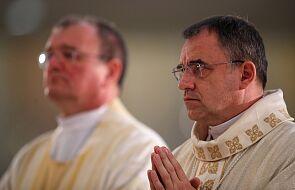 """""""Jestem świadom mojej małości"""". Ks. Robert Chrząszcz przyjął sakrę biskupią"""