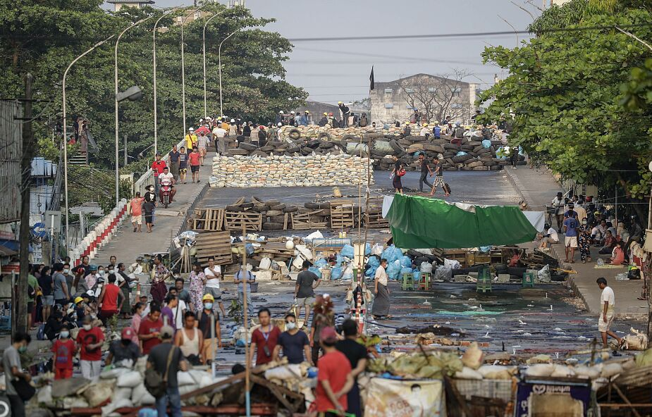 Birma: ograniczenia internetu, przestają działać ostatnie media