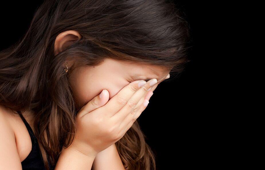Fakty TVN: ksiądz z diecezji kieleckiej gwałcił i okaleczał dziewczynkę. Ponowne śledztwo prokuratury