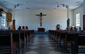 Po co w kościołach zakrywamy krzyże?