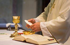 Sanepid szuka osób, które przyjmowały komunię świętą w kościele w Sułowie