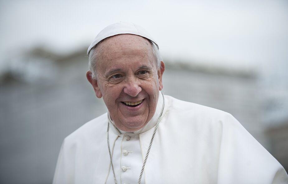 Papież rozmawiał telefonicznie z prezydentem Francji