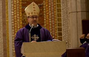 Bp Muskus: Ludzie, którzy wolą być bardziej popularni niż święci, nie przekonają młodych do pozostania w Kościele