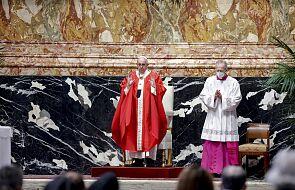 Papież prosi o modlitwę za ofiary zamachu przed katedrą w Indonezji