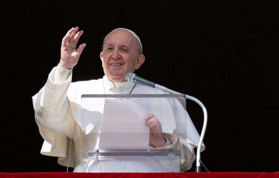 Franciszek: człowieczeństwo Jezusa uczy nas modlitwy do Ojca i Ducha Świętego