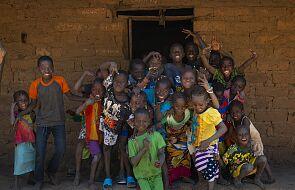 Dzięki nakrętkom powstała studnia w Czadzie