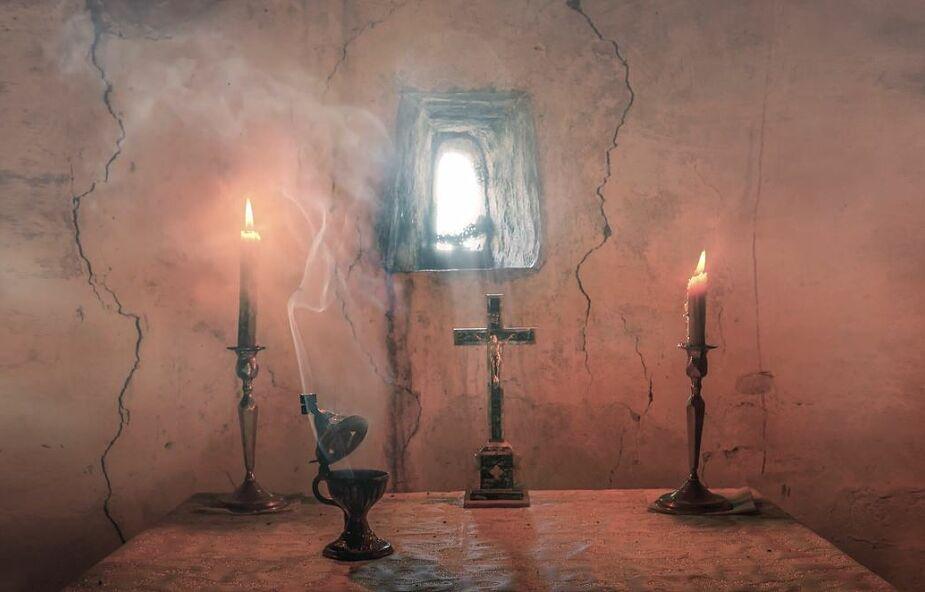 """Posłuchaj """"Kyrie eleison"""", które przeniesie Cię do Ziemi Świętej"""