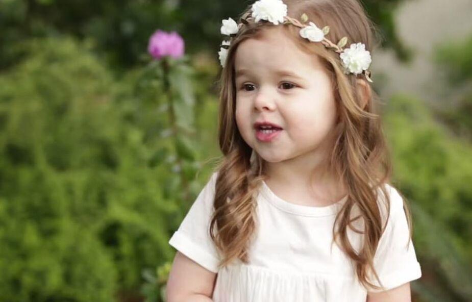 3-latka śpiewa o miłości, jaką obdarzył ją Jezus. Koniecznie posłuchaj jej dzisiaj