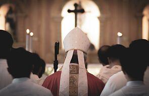 """Nowy biskup nie chce herbu. """"Wystarczy krzyż"""""""