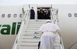 Papież Franciszek na pokład samolotu zabrał niezwykły obraz [GALERIA]