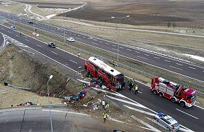 Wypadek autobusu na A4 – sześć osób nie żyje, 30 rannych