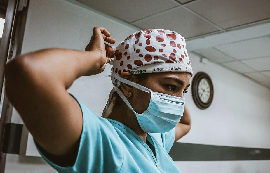 Kilkanaście tysięcy medyków zmarło na COVID-19. Obrońcy praw człowieka sporządzili raport
