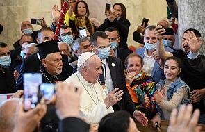 Kilka tysięcy osób czeka na papieża na stadionie w Irbilu
