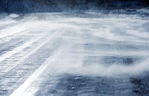 RCB ostrzega: oblodzenie dróg oraz śnieg na Warmii i Mazurach
