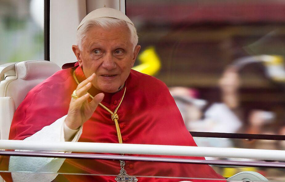 Benedykt XVI: nie ma głębszej wiary, niż zawierzenie się pewnym dłoniom Boga