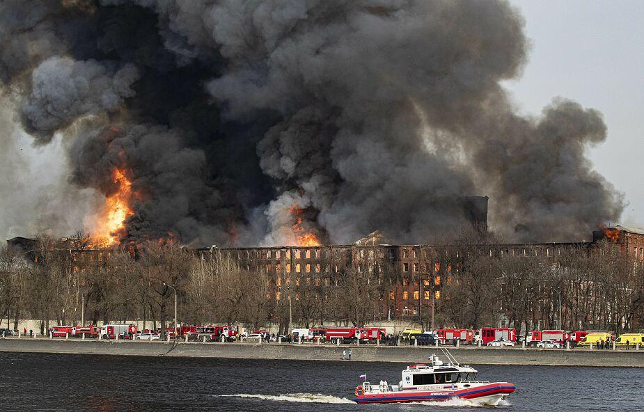 Potężny pożar fabryki w Petersburgu [ZDJĘCIA]