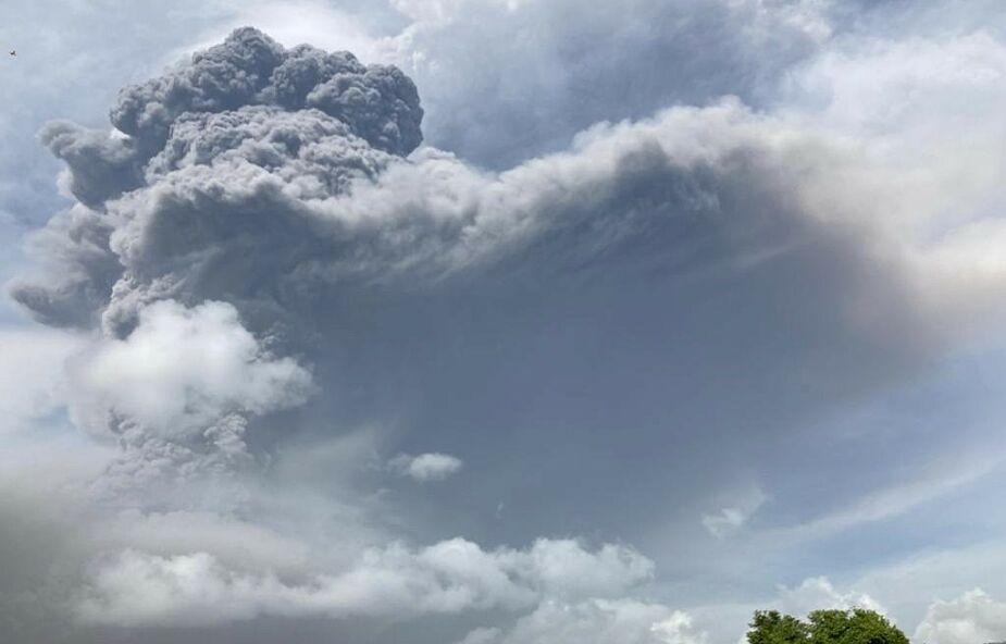 Karaiby w ogniu. Kolejny wybuch wulkanu zmusił tysiące ludzi do ewakuacji