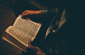 Dzięki tym sposobom i aplikacjom na nowo odkryjesz Pismo Święte
