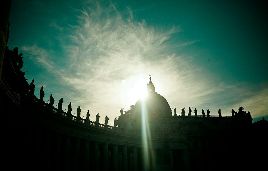 Amerykański portal krytykuje łamanie obostrzeń w Watykanie