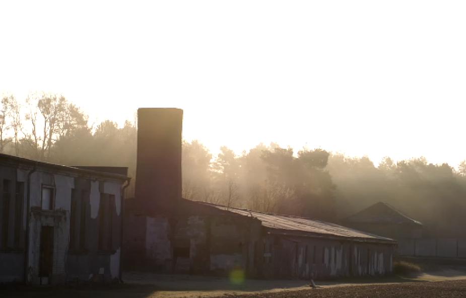 """Kolejna rocznica wyzwolenia niemieckiego obozu Revensbrueck: """"Głosy ocalałych milkną, jest ich coraz mniej"""""""